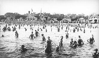 Lake Calhoun - Bathers at the lake about 1917