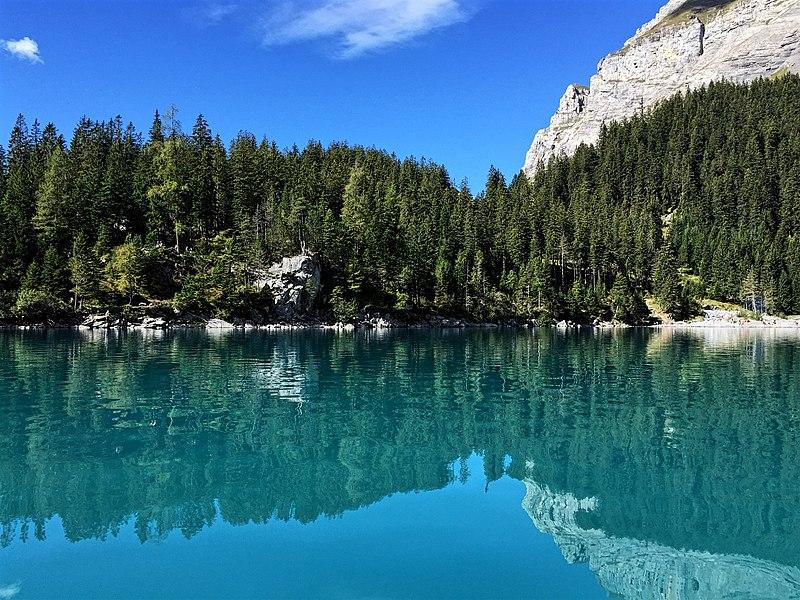 File:Lake Oeschinen in Kandersteg 01.jpg