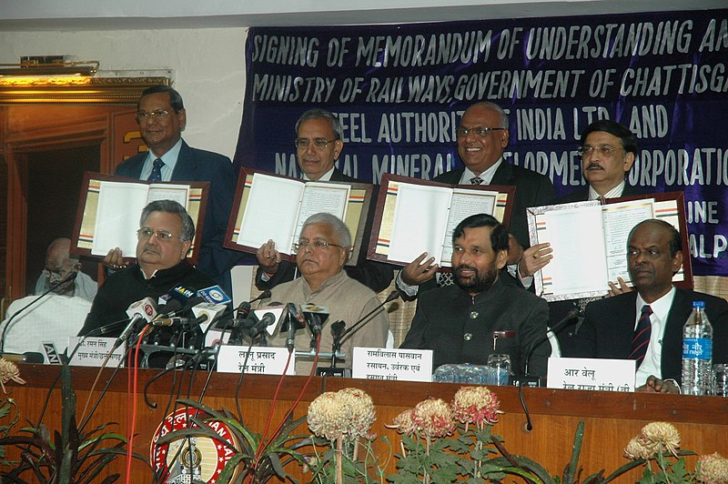 File:Lalu Prasad, the Union Minister of Chemicals & Fertilizers and Steel, Shri Ram Vilas Paswan, the Chief Minister of Chhattisgarh, Dr. Raman Singh and the Minister of State for Railways.jpg