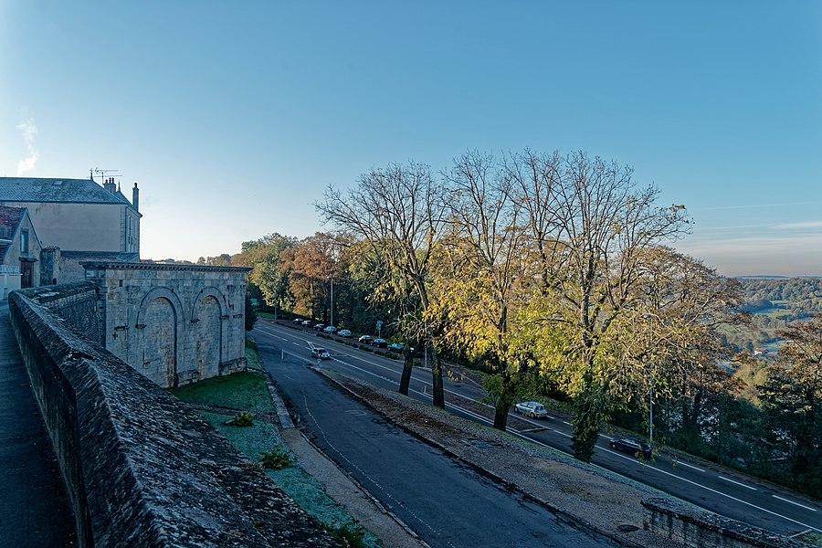 Langres - Rue Marceau - View SSW on Arc Gallo-Romain (20 B.C.)