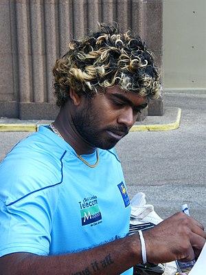 Mumbai Indians - Image: Lasith Malinga signing