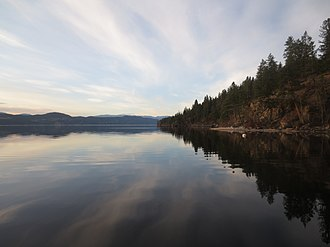 Okanagan Lake - Image: Late Winter Reflections on Lake Okanagan