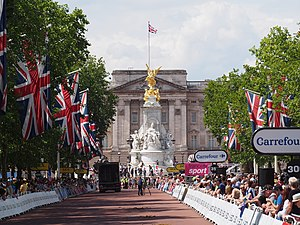 The Mall, London - Image: Le Tour 2014 stage 3 finishing straight to Buckingham Palace