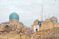 Les mausolées à lentrée de Shah-i-Zinda (Samarcande) (6009383733).jpg
