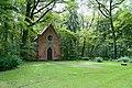 Lieberose Schlosspark Kapellenberg Erbbegraebnisstaette von der Schulenburg 01.JPG
