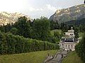 Linderhof Park mit Alpenpanorama.jpg