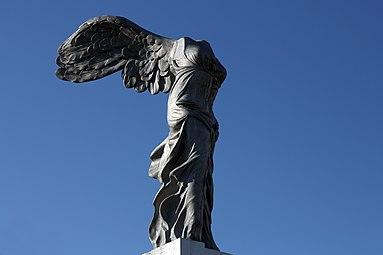Linz Nike-Statue 2013 03.jpg