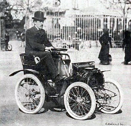 Louis Renault in 1903 Louis Renault with his first car.jpg