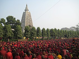 Mahabodhi Temple with Monks.jpg