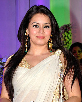 Mahima Chaudhry at Miraj Group Chairman's daughter Devhooti & Vikas Purohit's reception.jpg