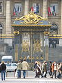 Main gate of Palais de justice de Paris, 19 February 2007.jpg