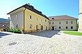 Maria Saal Domplatz 1 Pfarrhof und Domplatz 7 Mesnerhaus 13092011 555.jpg