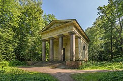 Mausoleum to Husband-Benefactor in Pavlovsk Park 01.jpg