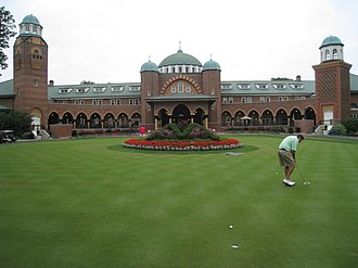 Medinah Country Club - The clubhouse and putting green (2008)
