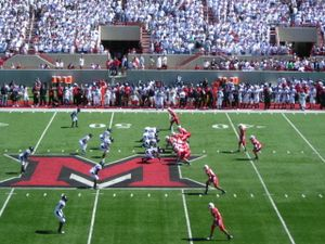 2007 Miami RedHawks football team - Miami RedHawk offence sets up against UC Bearcat Defense