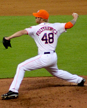 Mike Foltynewicz pitches in August 2014 MMP.jpg