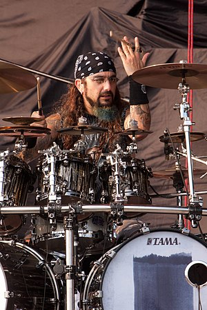 English: Mike Portnoy at Ottawa Bluesfest 2010.