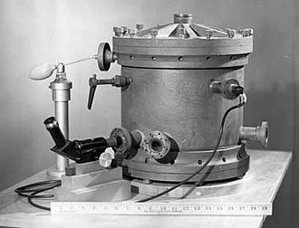 Robert Andrews Millikan - Millikan's original oil-drop apparatus, circa 1909–1910