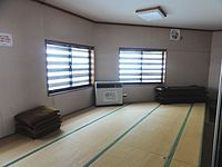 Misashima-Station Waiting room 20150104.jpg