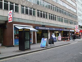 Moorgate station Moorfields west entrance.JPG