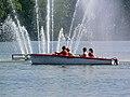 Motorboot aan fontein.jpg