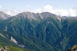 Mt.Noutoridake from Mt.Shiomidake 03.jpg