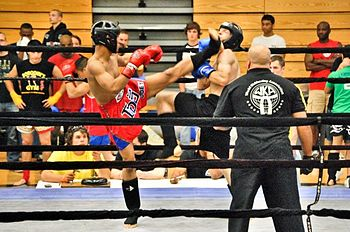 English: High kick in muay thai.