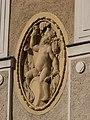 Národní dům Karlín, reliéf vpravo od vchodu.jpg