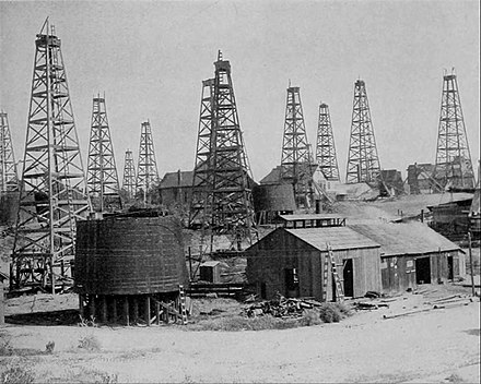 Oil wells at Los Angeles, California, 1905