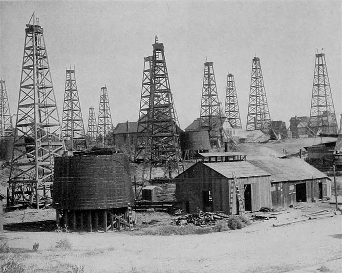 NIE 1905 Petroleum - oil wells at Los Angeles.jpg