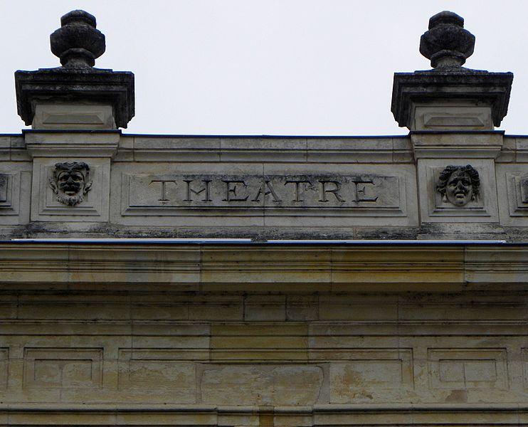 Théâtre de Nevers (58). Fronton.