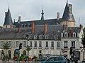 Nevers la place Carnot et le Palais Ducal.jpg