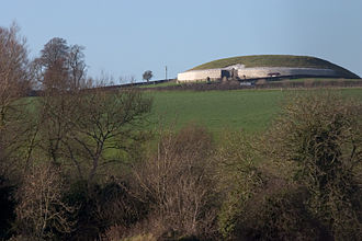 Architecture of Ireland - The restored Neolithic sídhe-mound of Newgrange, the most imposing monument in the Brú na Bóinne complex in County Meath