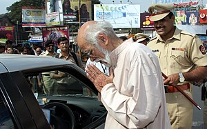 Pune Police - Noted Cartoonist Mangesh Tendulkar and DCP (Traffic) Vishwas Pandhare during traffic awareness campaign in Pune