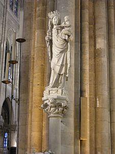 Notre dame de paris, statua della nostra signora di parigi