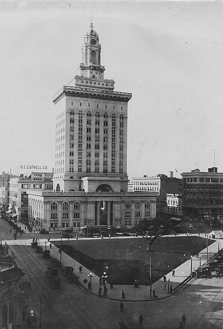 Oakland City Hall and central plaza in 1917. Built of framed steel with unreinforced masonry infill at a cost of US$2 million in 1914. The structure was the tallest building in the city until the Tribune Tower was built in 1923. Oakland City Hall 1917.jpg