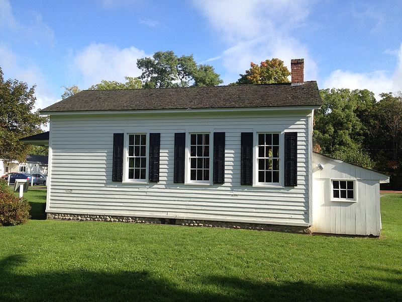 File:One Room School House, East Side, Honeoye Falls, NY.jpg