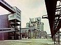 Pétfürdő 1975, factory, mobile crane, conveyor belt, ribbon bridge Fortepan 84814.jpg