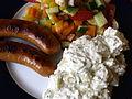 Pølser med salat og kartoffelsalat.jpg