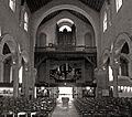 P1260598 Paris XV eglise ND-du-Rosaire nef orgue bw rwk.jpg
