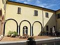 Palazzo paradiso, cortile 01.JPG
