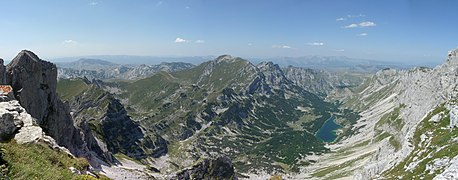 Panorama below Bobotov kuk, %C5%A0kr%C4%8Dko Lakes (%C5%A0kr%C4%8Dka jezera) - panoramio