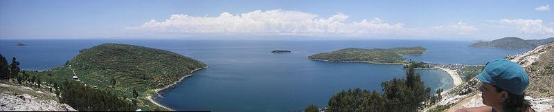 Archivo:Panorama de la Isla del Sol y el Lago Titicaca (La Paz - Bolivia).jpg