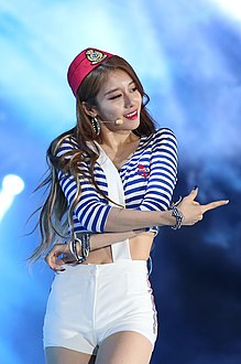 Park Ji-yeon at 2015 Summer K-POP Festival.jpg