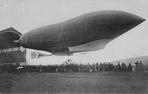 Patrie (airship) - The Patrie leaving her hangar at Verdun for the final time, 29 November 1907.