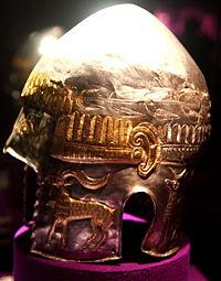 Peretu Helmet side view Muzeul National de Istorie al Romaniei.jpg