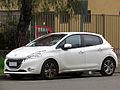 Peugeot 208 1.4 HDi Active 2013 (10581282785).jpg