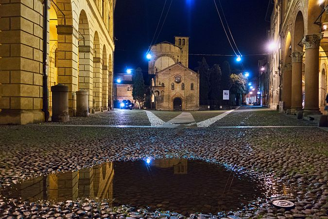 Piazza S. Stefano at night with a puddle in the foreground.jpg