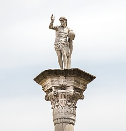Piazza dei Signori (Vicenza) - Statue of the Redeemer.jpg