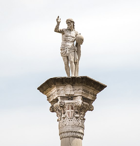 File:Piazza dei Signori (Vicenza) - Statue of the Redeemer.jpg